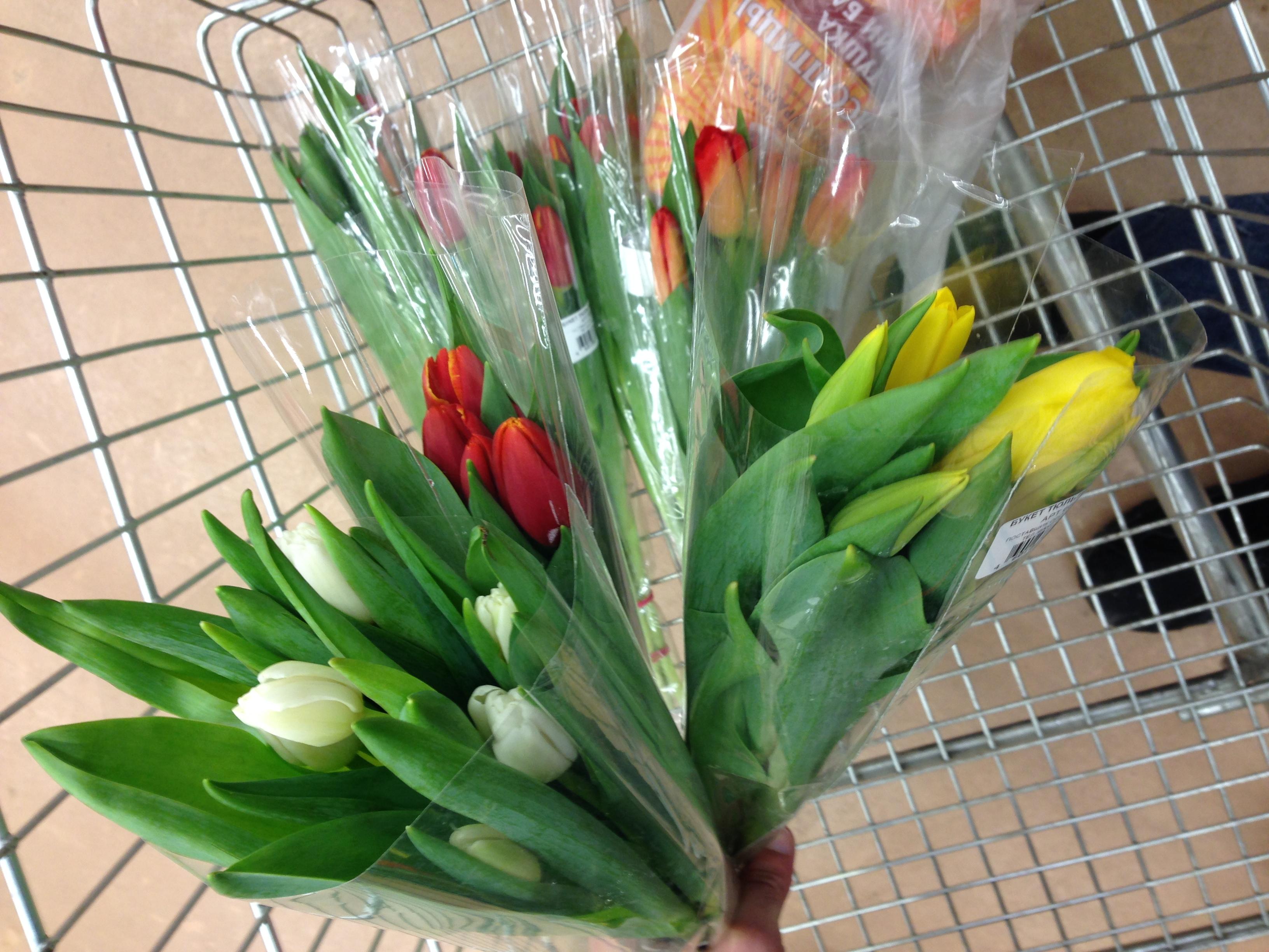 Какие цветы пользуются спросом на 8 марта купить искусственные цветы для переговорного стола