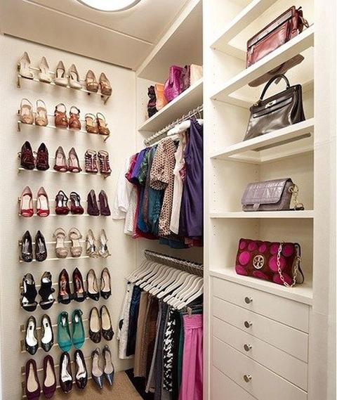 Грани фантастики: гардеробная в типовой квартире