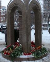 Марат Гельман не оценил памятник погибшим в «Хромой лошади»