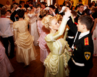 Челябинские кадеты станцевали на балу XIX века