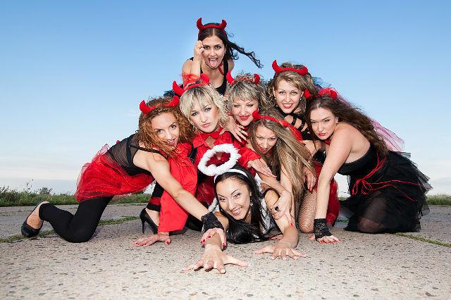 Старых частные русские девичники фото мини бикини откровенно